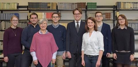 Hier sehen sie das Team vom Lehrstuhl Prof Dr. Dr. Augsberg
